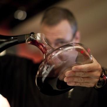 Ska man dekantera ett vin eller inte?